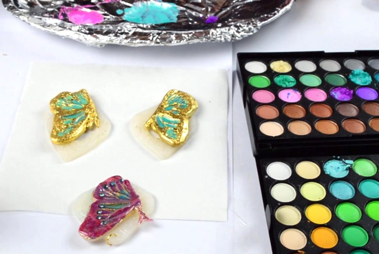 Using shiny eyeshadows and Triple Thick Glossy Glaze to make a gel-like mixture and I used it to color the baked pieces